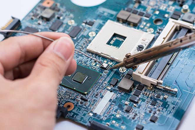 soldadura de componente laptop