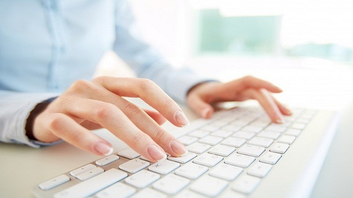 primer-plano-empleada-teclado-ordenador_1098-2019.jpg
