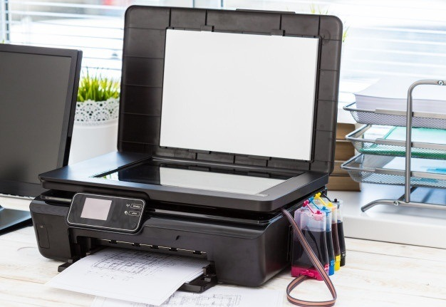 impresora-computadora-mesa-oficina_93675-63859.jpg